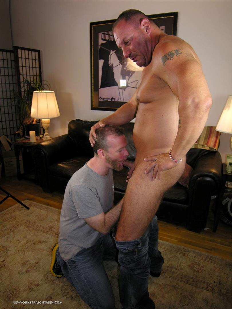 New-York-Stright-Men-Rocco-Straight-Muscle-Daddy-Gets-His-Cock-Sucked-Amateur-Gay-Porn-03 Amateur Straight Muscle Daddy Gets His Cock Sucked By A Guy