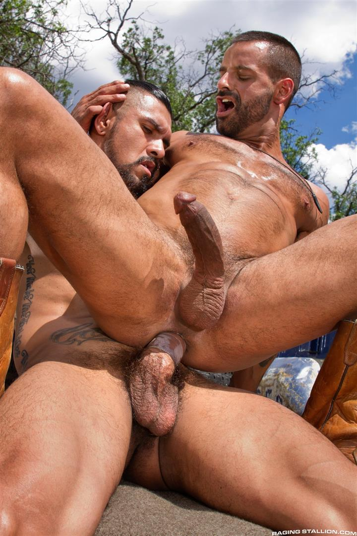 Raging-Stallion-Boomer-Banks-and-David-Benjamin-Big-Uncut-Cock-Fucking-Amateur-Gay-Porn-15 Boomer Banks Fucking In The Back Of A Pickup With His Big Uncut Cock