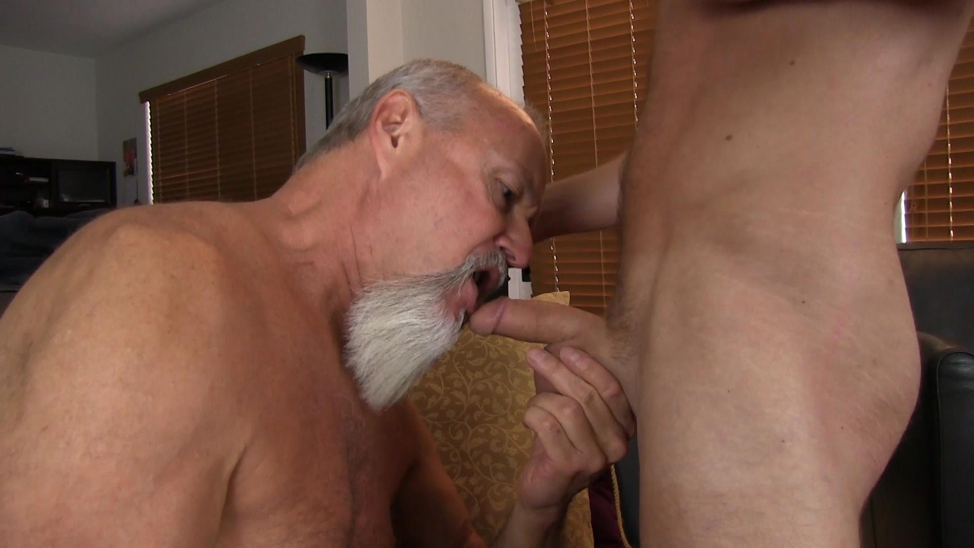 Bareback-Me-Daddy-Silver-Daddy-Barebacks-Younger-Guy-Amateur-Gay-Porn-03 Getting Barebacked By A Thick Daddy Dick
