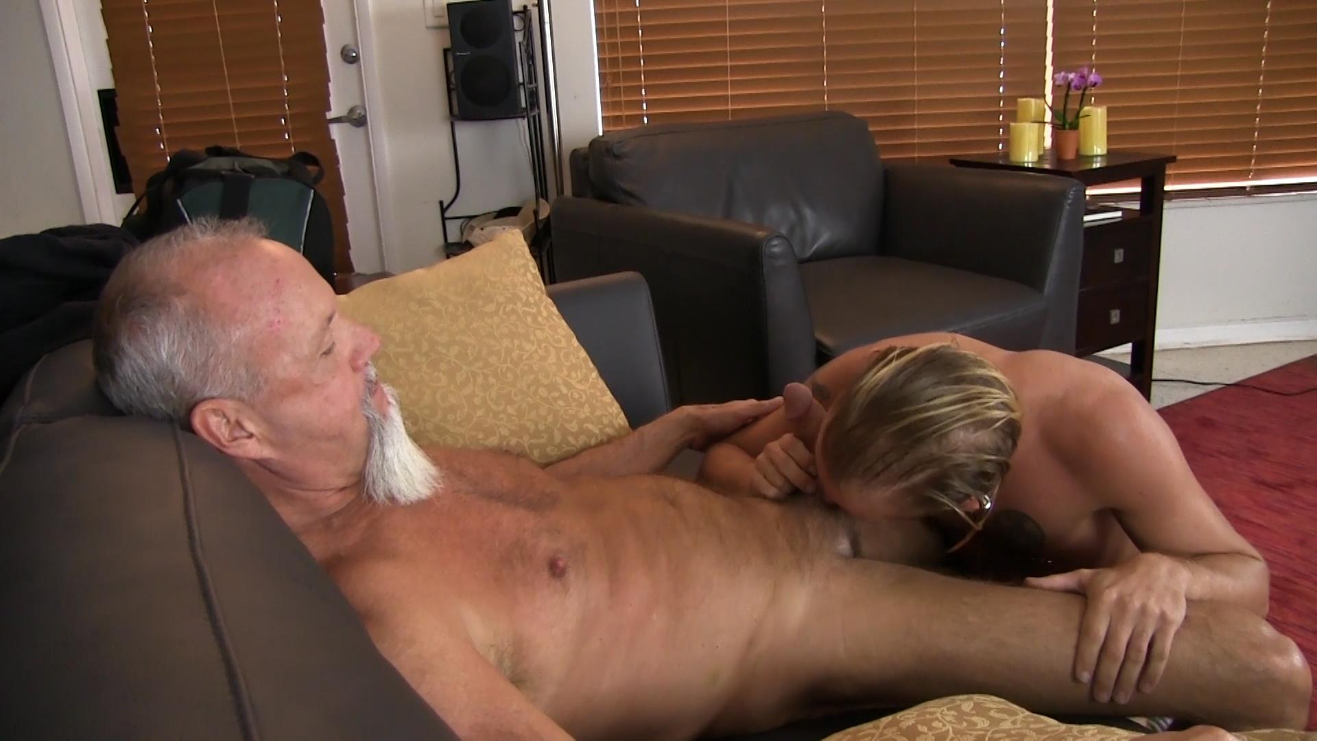 Bareback-Me-Daddy-Silver-Daddy-Barebacks-Younger-Guy-Amateur-Gay-Porn-04 Getting Barebacked By A Thick Daddy Dick
