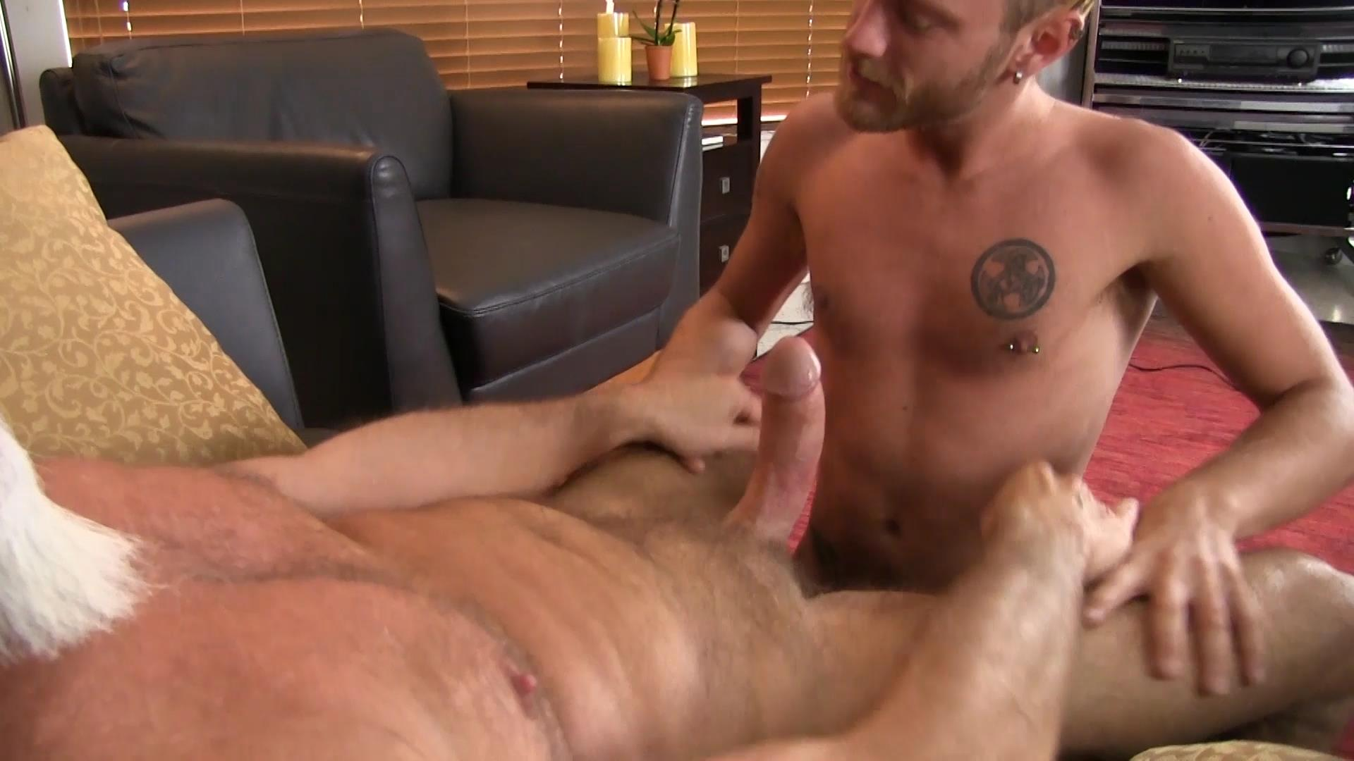 Bareback-Me-Daddy-Silver-Daddy-Barebacks-Younger-Guy-Amateur-Gay-Porn-05 Getting Barebacked By A Thick Daddy Dick